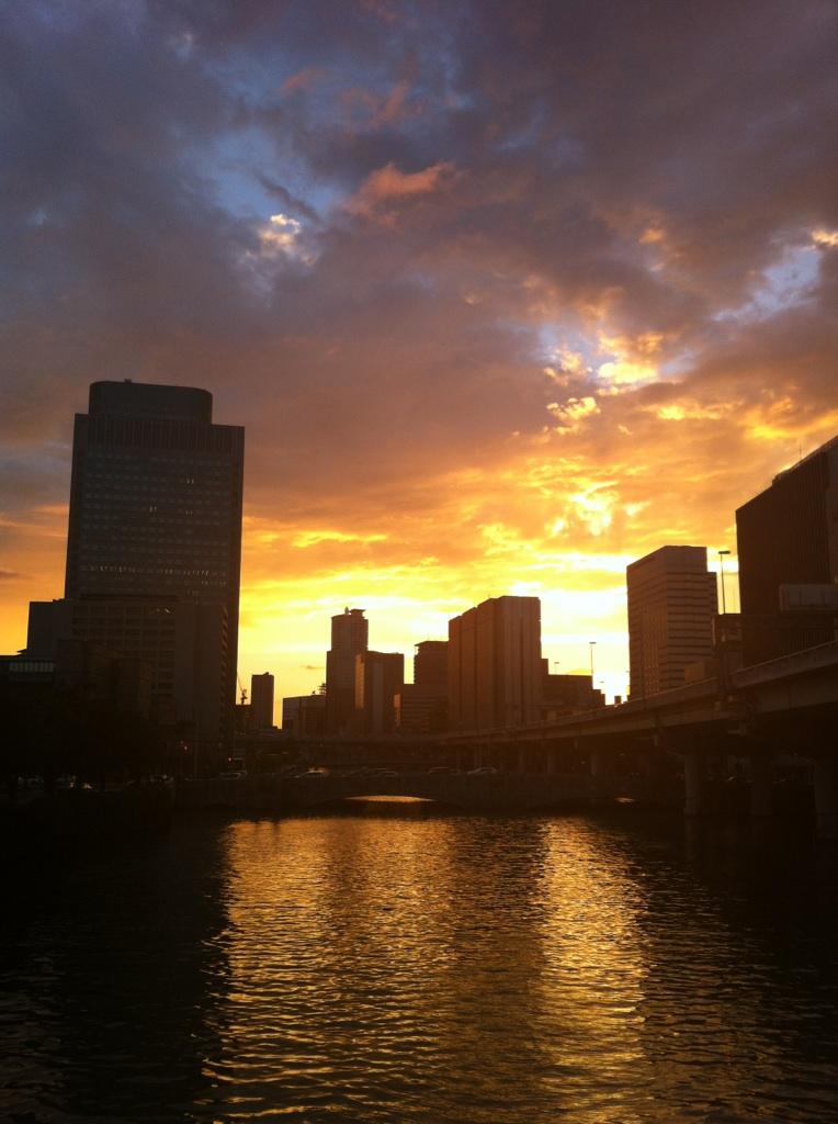 川辺の夕景
